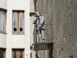 Isaac Cordal @ The Crystal Ship © Henrik Haven